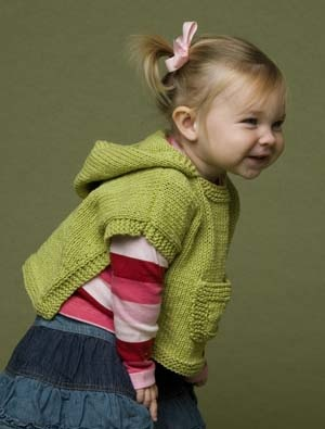 Knitting Pattern For A Little Girl s Cape : PONCHO   misure 3/6 -18 mesi e 3 anni La Maglia di Marica