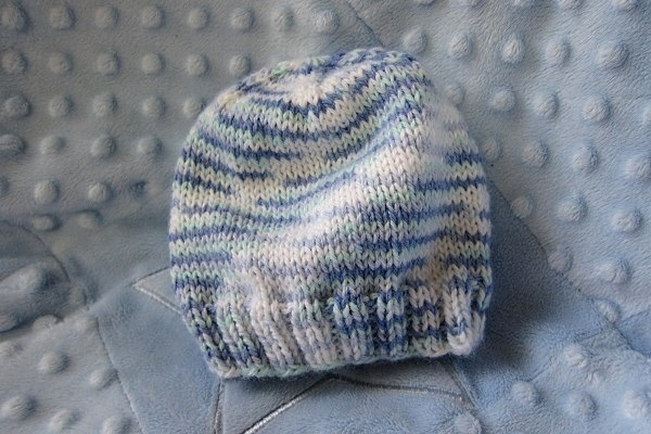 Knitting Pattern For Baby Hat Using Straight Needles : IL BERRETTO PERFETTO da fare con i ferri diritti. La ...