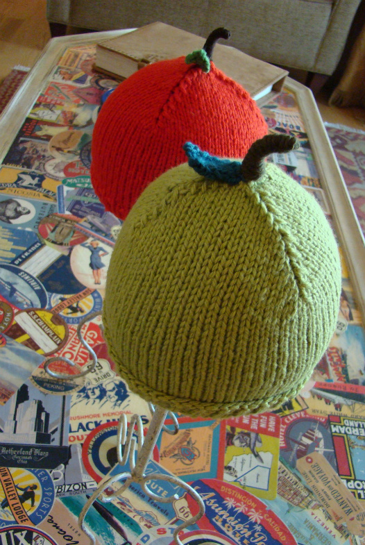 Apple Hat Knitting Pattern : BUFFI BERRETTI La Maglia di Marica