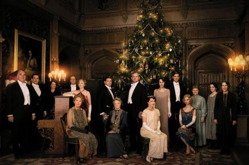 The-cast-of-Downton-Abbey-celebrate-Christmas-2014