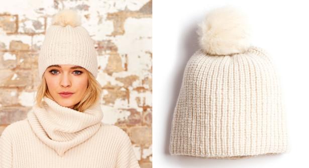 """Il pull,lo """"snood"""" e il berretto ,tutto colore avorio e a coste perlate"""